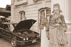 Bmw (binladiya) Tags: car thailand asia bangkok tailandia palace coche bmw breakdown palacio avera