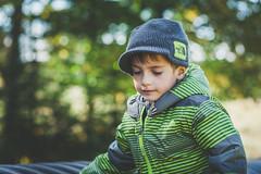 Zachary (Louis Chiasson) Tags: wood light portrait fall automne canon natural outdoor lumière 85mm vert 5d zachary extérieur bois naturelle
