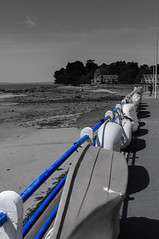 ballustrade bleue (sapiens5) Tags: mer 35mm noir pentax bretagne nb kr mm bateau paysage 35 et extérieur blanc couleur bleue douarnenez ballustrade 2015 sélective