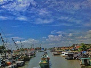 Sama seperti perahu, aku tak tahu dimana hati ini akan berlabuh~ #repost Photo by : @undg_ksnd #serang #pelabuhan #karangantu #kotaserang #sea #wisata #harbour #Banten #Indonesia http://bit.ly/1BFtNAa