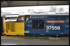 No 37558 (No 37424) Avro Vulcan XH558 21st Dec 2016 Norwich (Ian Sharman 1963) Tags: no 37558 37424 avro vulcan xh558 21st dec 2016 norwich class 37 tractor diesel engine railway rail train trains loco locomotive passenger short set drs direct services service greater anglia geml great eastern
