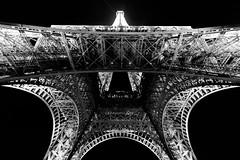 Eiffel (Parigi) (Ondablv) Tags: stella marina pov punto vista tour eiffel torre bianco nero basso alto riflessi night notte strutture punte architettura ondablv geometrie geometria esposizione universale parigi paris