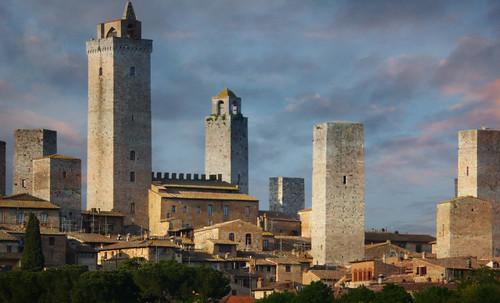 "Torres legendarias / Faros, minaretes, campanarios, rascacielos • <a style=""font-size:0.8em;"" href=""http://www.flickr.com/photos/30735181@N00/32493403606/"" target=""_blank"">View on Flickr</a>"