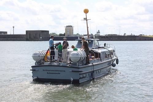 Deutsche Marine: Verkehrsboot SCHWANEWEDE des Werftliegerunterstützungszuges in Wilhelmshaven