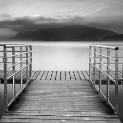 (Mat-S) Tags: ponton pontoon mountain montagne lac lake lacdubourget expositionlongue longueexposition nd1000