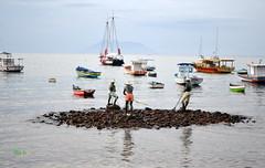 BUZIOS: Escultura de los Pescadores (fitoB.) Tags: brasil playas