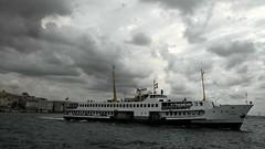 Baktıkça denize gökyüzüne düşündürüyor insanı. (YED1907) Tags: sea flickr deniz iskele vapur bulut kadıköy eminönü dalga eylül
