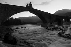 L'acqua leviga le pietre, l'amore modella gli animi (mttdlp) Tags: ponte gobbo bobbio d3200