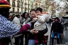 2017_01_05_Acció manteros día de reyes_AntonioLitov(05) (Fotomovimiento) Tags: fotomovimiento solidaritatmantera araiaquí sindicatopopulardevendedoresambulantes barcelona catalunya catalonia cataluña manifestación manifestació lasramblas reyesmagos racismo