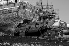 The eternal rest on the furrow of Camaret, Brittany France (khan.Nirrep.Photo) Tags: finistère camaret bretagne breizh boat bateaux épave presquile cimetière sillon nb noir repos
