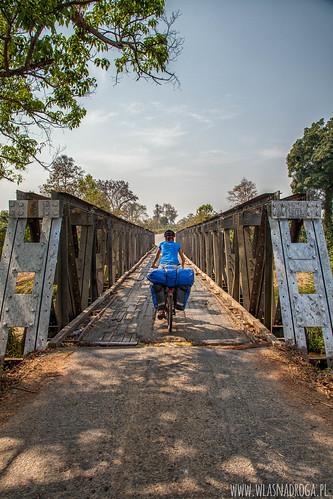 Drewniane mosty na głównej drodze
