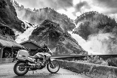 Waterfall (Alex - Born To Be Free) Tags: waterfall borntobefree bw biancoenero blackandwhite white landscape landscapes landscapemountain panorama panoramico panoramic paesaggio panoramica panorami paesaggi transalp viaggioperimmagini alessandroforni norway travel adventure motorcycle motorcycletravel motociclette låtefossen