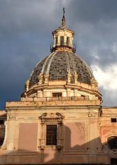 Palermo - piazza Pretoria (ikimuled) Tags: palermo chiesadisantacaterina cupole
