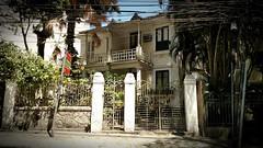 quem mora ali? (luyunes) Tags: casa moradia arquitetura cidade riodejaneiro luciayunes motomaxx