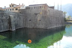 2015_Kotor_0424 (emzepe) Tags: old city water wall town ancient eau wasser fort inner venetian fortification moat mur maurer gora augusztus rgi walled kirnduls kotor nagy 2015 nyr nyri crna cattaro  belvros vz  velencei balkni vros erd  rok vrosfal fallal montenegr vizesrok krlvett