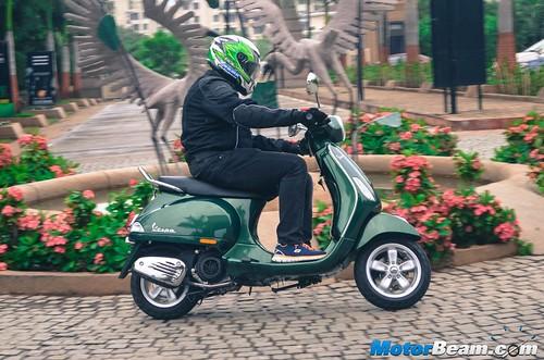 Piaggio-Vespa-150-12
