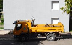 Renault Premium Lander 320 (JPC24M) Tags: truck dumptruck balai benne godet orangetruck rigidtruck camionorange