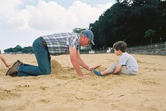 Grandad and Olle, Appley Beach (Chi Bellami) Tags: family colour film beach 35mm seaside sand nikon oliver kodak scan ollie negative isleofwight scanned 100 ryde nikonos ektar c41 appley nikonosv scalefocus amphibiouscamera zonefocus chibellami photohippo
