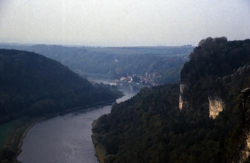 "Elbsandsteingebirge (017) Stadt Wehlen • <a style=""font-size:0.8em;"" href=""http://www.flickr.com/photos/69570948@N04/21705563569/"" target=""_blank"">View on Flickr</a>"