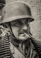 Avoncroft (171 of 259) (Andy Darby) Tags: portrait war helmet smoking german reenactment mg42 k98 fallschirmjager avoncroft mp40 fjr5