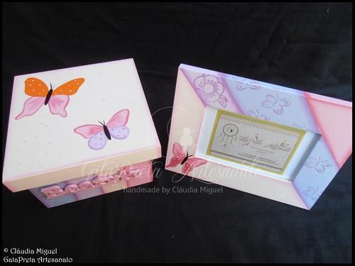 """Caixa de recordações de bebé e moldura """"Borboletas de Alegria"""""""