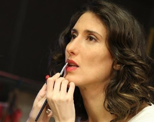Jurada do'MasterChef', Paola Carosella está na frente de Paula Fernandes e de Carolina Dieckmann na lista das mais sexy da'VIP'