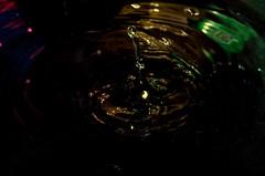 Flik ! (xmpltdf) Tags: eau noir goutte plop