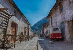 A Street (Písaq, Cuzco, peru. Gustavo Thomas © 2016) (Gustavo Thomas) Tags: písaq písac cusco cuzco street calle village peru peruvian peruano southamerica sudamérica travel voyage viaje dogs car simplelife