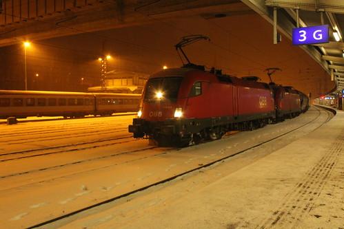 OBB 1116 en 1016 met korte goederentrein te Kufstein