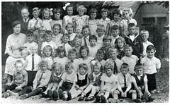 Renkum Onbekende klas en school met juf en meester Collectie HGR (Historisch Genootschap Redichem) Tags: renkum onbekende klas en school met juf meester collectie hgr