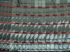 House of Mirrors - Spiegelkabinett (Sockenhummel) Tags: fuji x30 fujifilm finepix fujix30 spiegel mirror reflektion reflection spiegelwelt spiegelwelten spiegelkabinett worldofmirror mirrorhall sonycenter potsdamerplatz berlin haus gebäude building architektur architecture