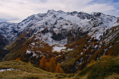 Remote watershed (Marco MCMLXXVI) Tags: riva valdobbia valsesia piemonte valledaosta italy europe alps alpi autumn fall autunno mountain montagna mountainpeak ridge cliff crag canyon snow trees pastures wilderness landscape scenery nature vista panorama natura sony nex5 neve