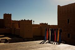 Kasbah Fashion (Cornelli2010) Tags: canonef2470mm128l canoneos5dmarkiii ouarzazate fashion kasbah marokko morocco oldtown schatten shadows sunny towels