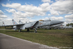 Mikoyan MiG-25PD 04 Red (Hull AeroImages) Tags: mig mikoyan monino mig25 foxbat  25 mig25pd 04red foxbate 25 cn0200001 centralairforcesmuseum