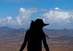 2015oct_fuerteventura109 (Kris Arzadun) Tags: hat silhouette landscape fuerteventura paisaje sombrero silueta islascanarias fujifilmx30