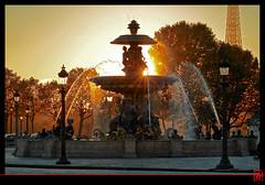 La Fontaine des Mers nimbe des ors de l'automne (mamnic47 - Over 6 millions views.Thks!) Tags: paris coucherdesoleil placedelaconcorde touristes lesgens img5721 fontainedesmers paris8e 350anssaintgobain