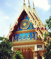 #temple #colores #gold #thai #travellife #travel #tradition #phuket #thailand #travelphoto #breathestheworld (BREATHES THE WORLD) Tags: travel square thailand temple gold colores squareformat thai tradition rise phuket travelphoto travellife instagramapp uploaded:by=instagram breathestheworld