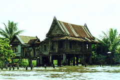 Ruin by a canal in Thailand. (Banchango) Tags: water buildings thailand ruins bangkok oldbuildings canals 1994 placesyouvisit