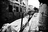 Quel risuonar di passi (encantadissima) Tags: venezia veneto bienne calla barche ponte uomo ombrello pioggia streetphotography