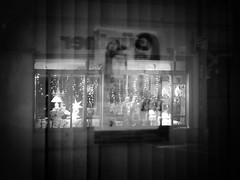 Christmas reflection (ThetaFoto) Tags: blackandwhite black white monochrone bw bnw schwarzweiss koenigslutter thetafoto art creative reflection window