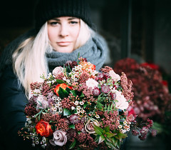 Christmas offering (V Photography and Art) Tags: christmasflowers dpethoffiled dof flowers bouquet vsco london pimlico holidays
