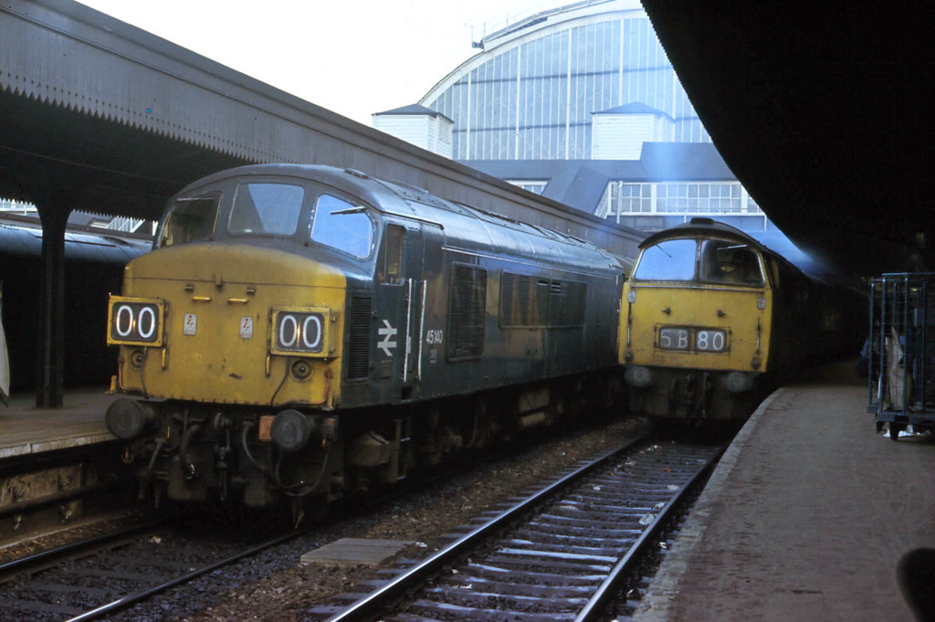 45140 & D1072 Western Glory awaiting departure time at Paddington on  January 03rd. 1976