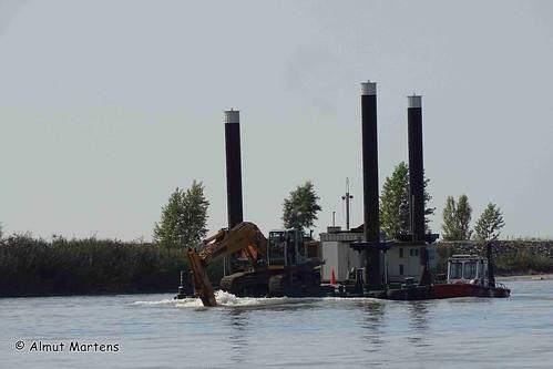 Baggerarbeiten im Rhein-Delta , NGIDn1057885000