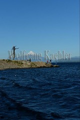 60072237 (wolfgangkaehler) Tags: 2016 southamerica southamerican latinamerica chile chilean southernchile town puertovaraschile view lakellanquihue lakedistrict osornovolcano lake mountain volcano waterfront art publicart sculpture sculptures metalart metalartwork metalsculpture metalsculptures woman