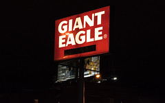 Former Giant Eagle sign (before) (Nicholas Eckhart) Tags: america us usa closing gianteagle supermarket grocery retail stores ohio oh lorainavenue