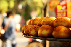 Potato Patty.... (vtuli77) Tags: street canon 50mm chandigarh scottkelby niftyfifty canon450d digitalrebelxsi canondigitalrebelxsi worldwidewalk
