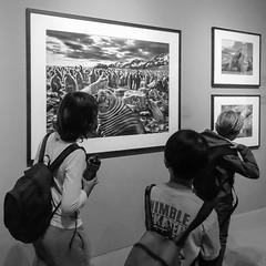 Des enfants et des photos (TchinChine !) Tags: shanghai pays lfs chine expositiongenesissalgado muséedhistoirenaturelledeshanghai