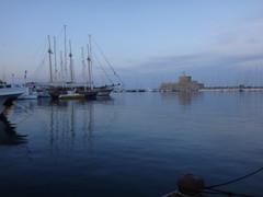 Caiques en el puerto. Rodas. Grecia (escandio) Tags: grecia mandraki rodas 2015 isladerodas rodasciudad