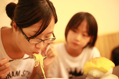 IMG_8972.jpg (小賴賴的相簿) Tags: family kids canon happy 50mm stm 台中 小孩 親子 陽光 chrild 福容飯店 5d2 老樹根 麗寶樂園 anlong77