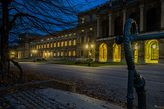 Just an Autumn Evening (*Capture the Moment*) Tags: lamp munich lampe nightshot courtyard hofgarten abendstimmung 2015 nachtaufnahmen munichnightwalk